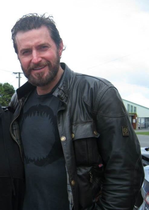 Armitage leaving Stone Street Studios, Wellington     Fan picture - Source wanted!!     And sorry for crop