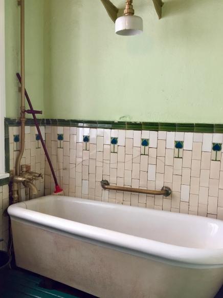 The seaweed baths in Enniscrone - Edwardian cult